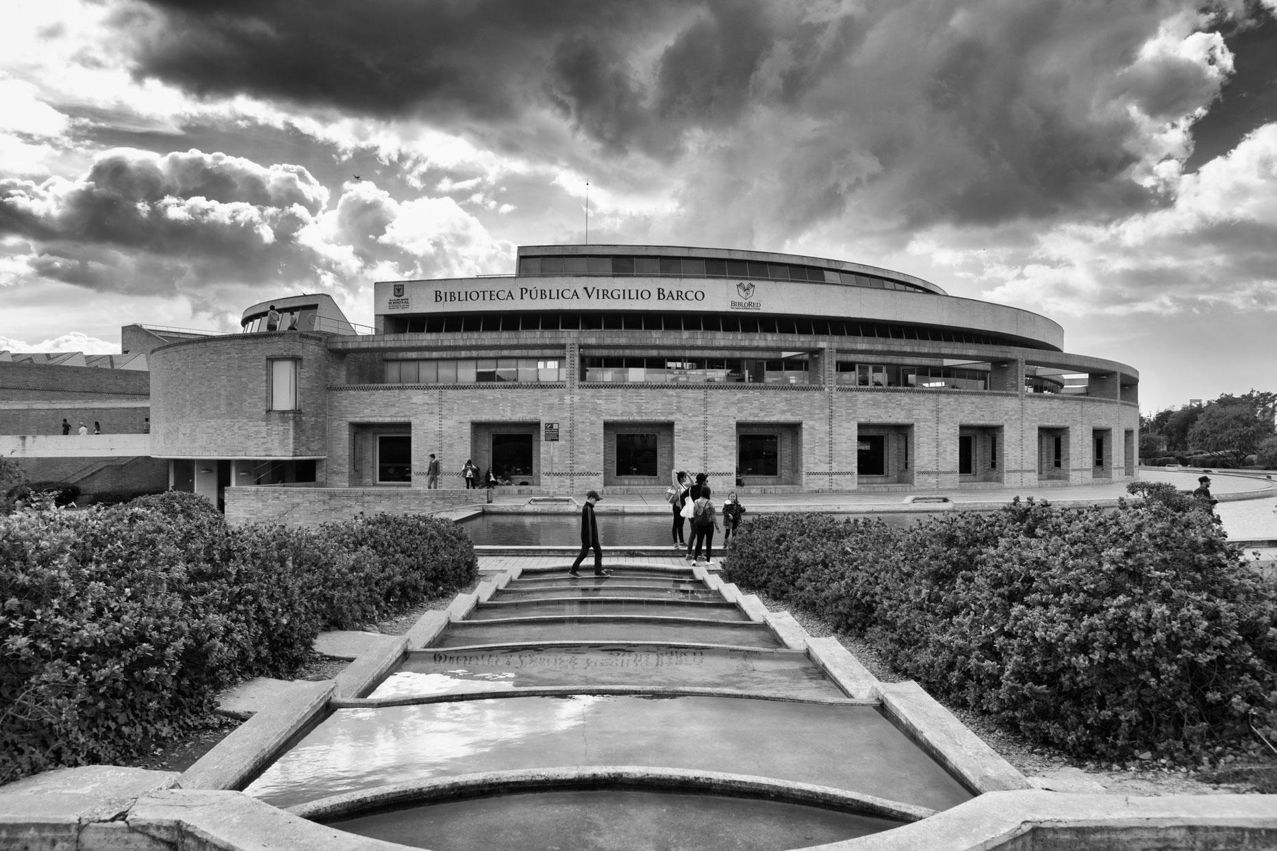 02-simonbosch photography-simon-bosch-architectuur-architecture-bogota-colombia-ArchDaily-Biblioteca Publica Virgilio Barco