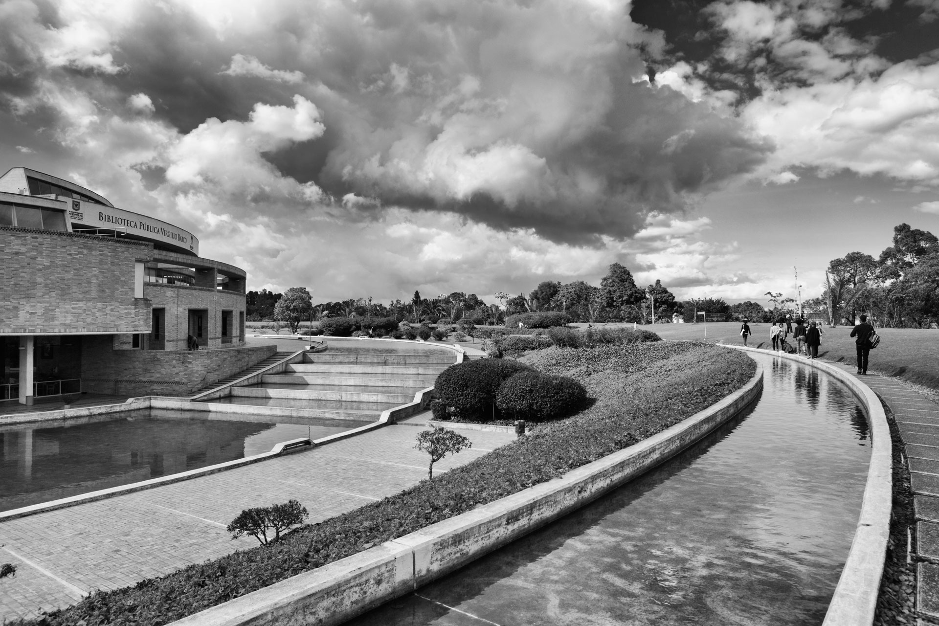03-simonbosch photography-simon-bosch-architectuur-architecture-bogota-colombia-ArchDaily-Biblioteca Publica Virgilio Barco