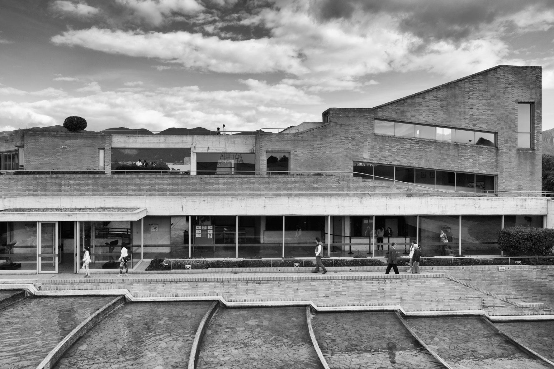 05-simonbosch photography-simon-bosch-architectuur-architecture-bogota-colombia-ArchDaily-Biblioteca Publica Virgilio Barco