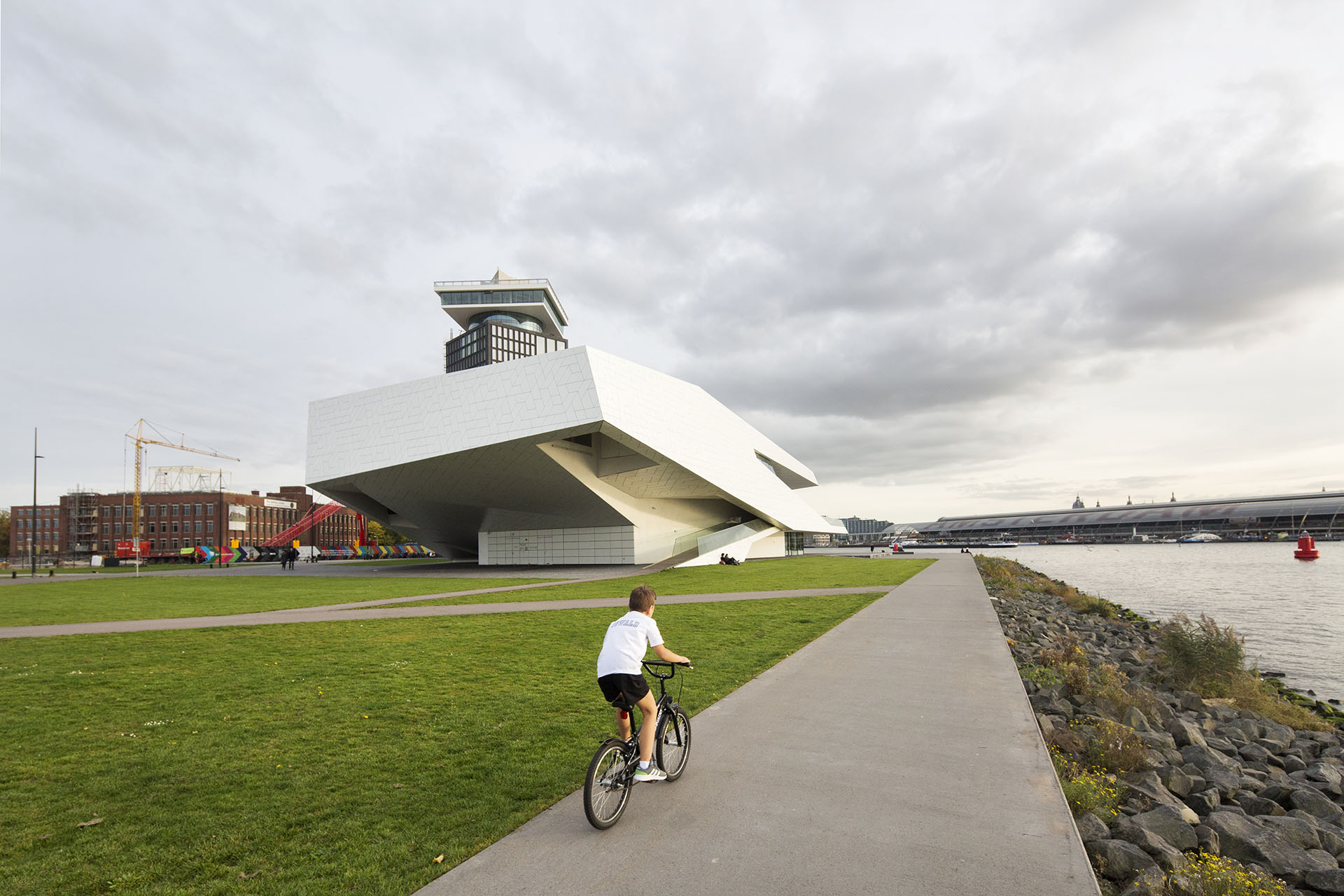 10-marc-koehler-amsterdam-simon-bosch-superlofts-architecture-architectuur-eye-filmmuseum-ij-boy-fiets-bicycle-noord