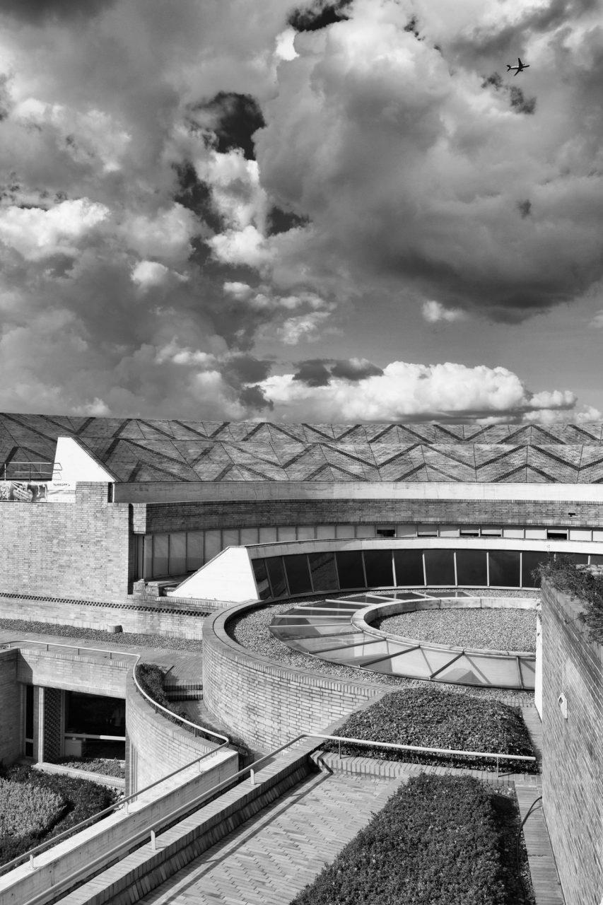14-simonbosch photography-simon-bosch-architectuur-architecture-bogota-colombia-ArchDaily-Biblioteca Publica Virgilio Barco